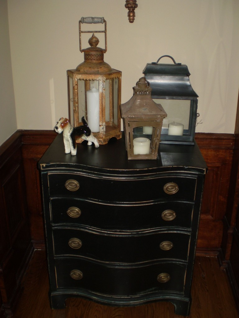 Anne Wangman chose a lovely chest and lantern trio for the entry