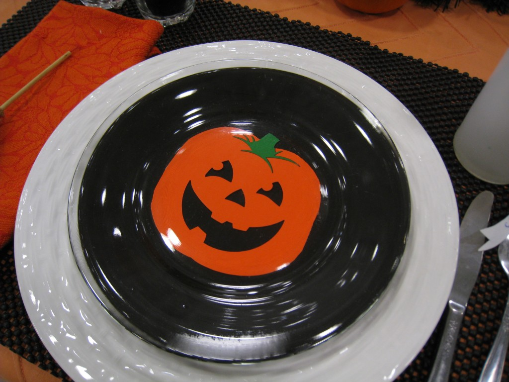 You don't have to invest in special dishes for Halloween, make your own with paper cut-outs
