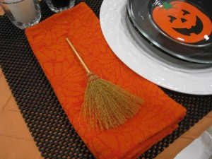 No need for a napkin ring, set a little witch's broom on the side