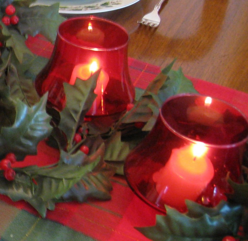 Retro votive cups add to the elegance of the centerpiece