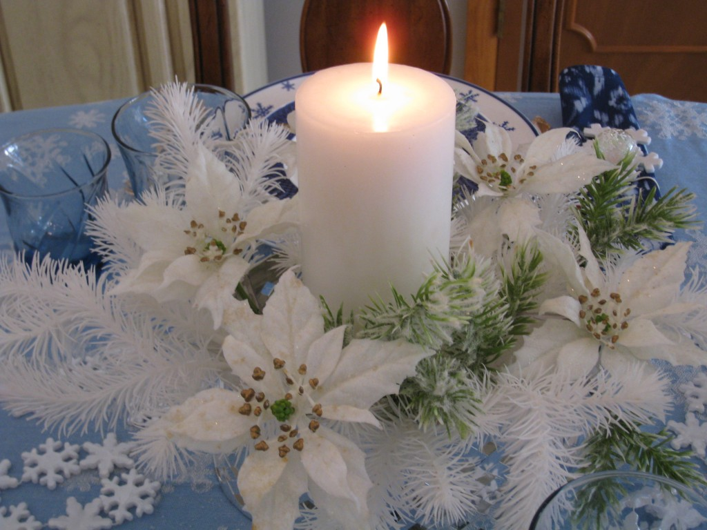 An all white centerpiece keeps the monochromatic color theme going