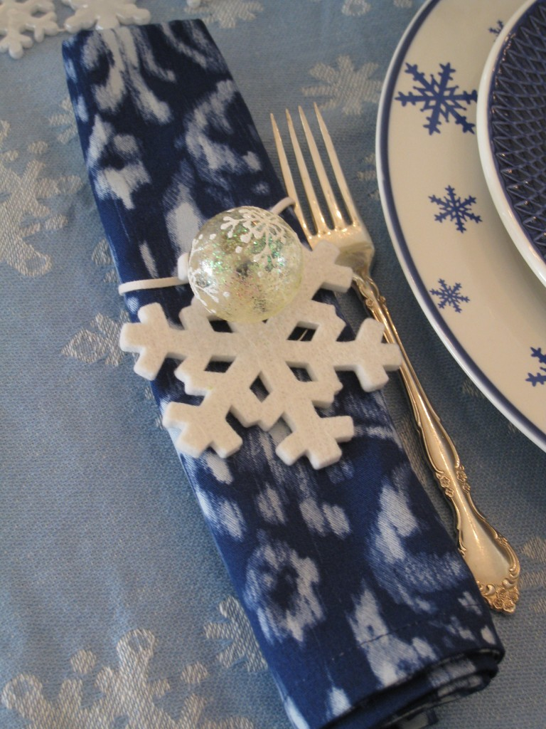 LEt your guests take home the snowflake and little ornament as a memento.