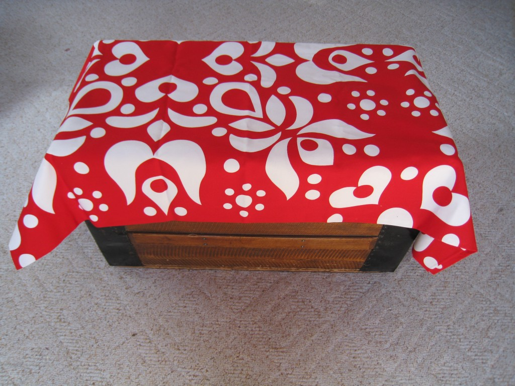 I fell in love with this bold red and white print at IKEA.  It's perfect for a Valenatine table cloth