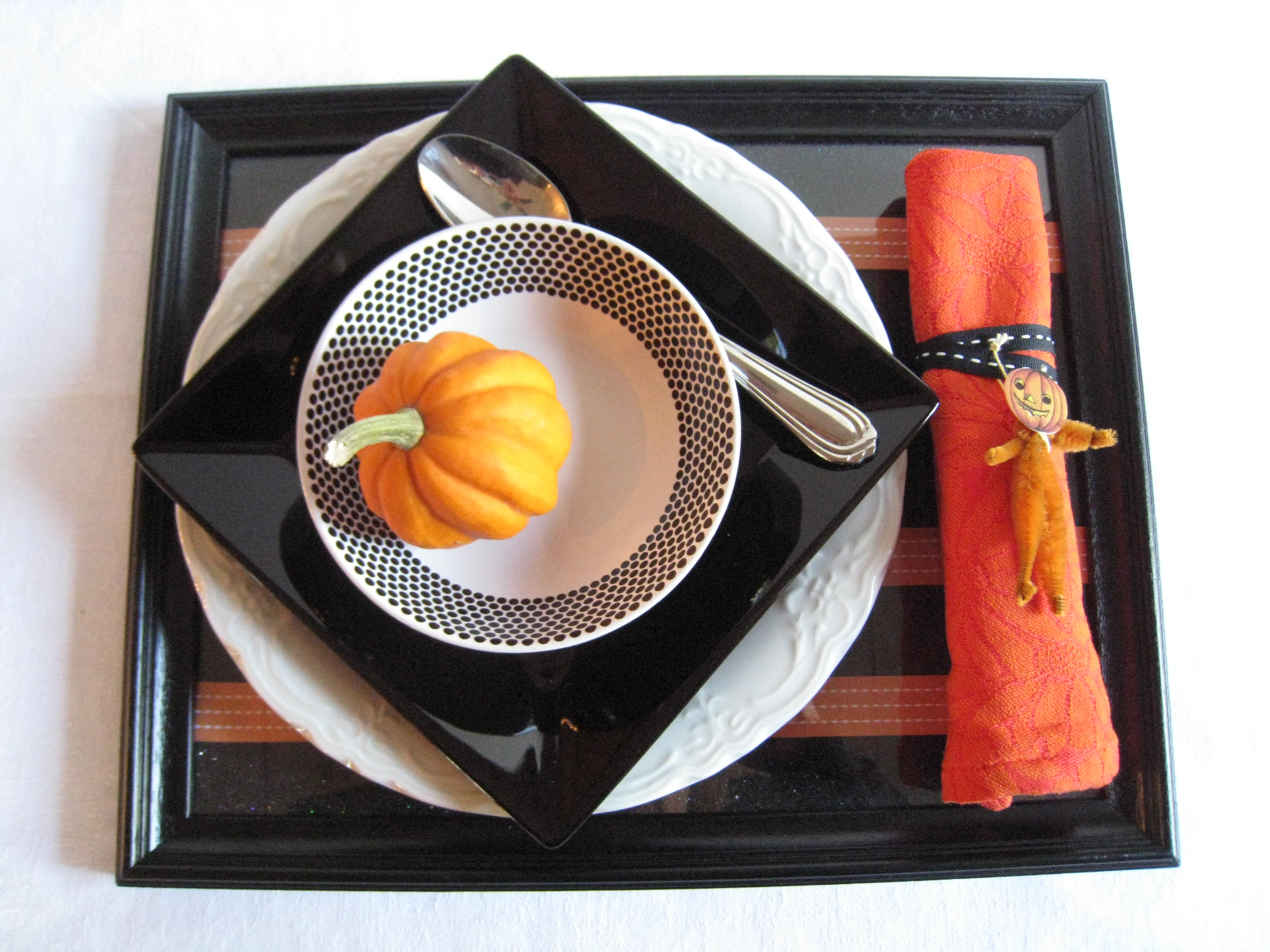 Set a festive table at your Halloween party!