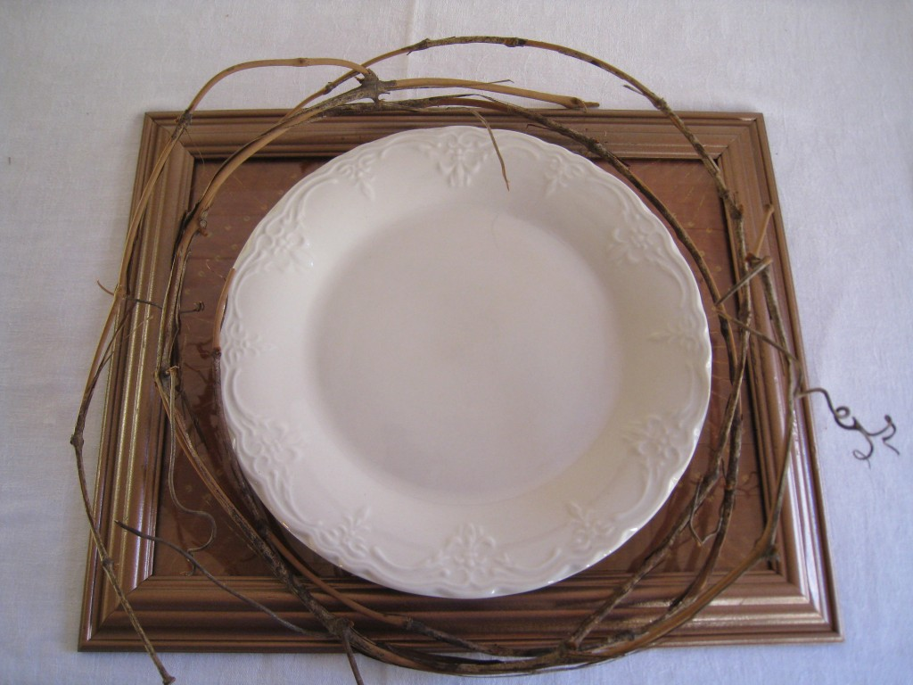 I love the texture and contrast of a grapevine wrapped plate