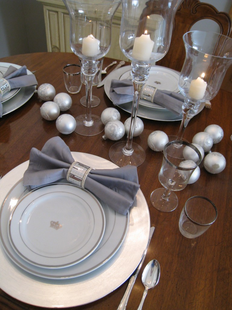 I love how the cotton napkin contrasts with the sparkly, mirror napkin rings.