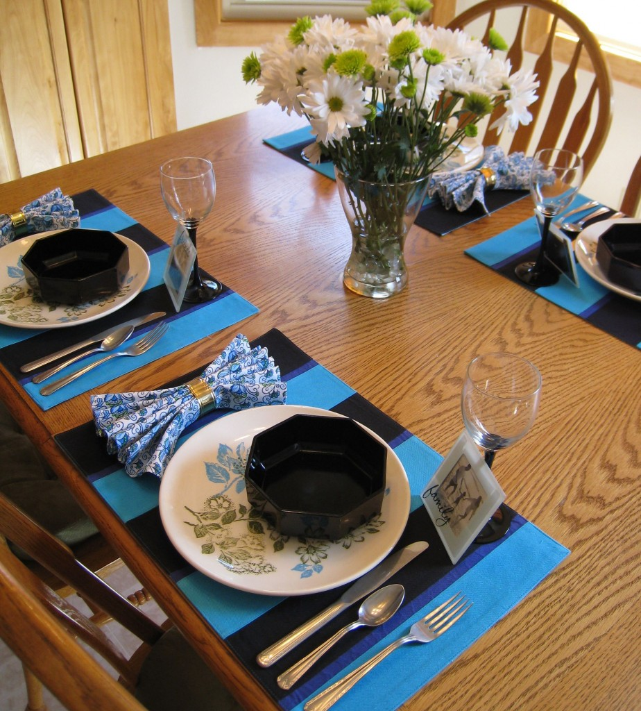 Black and turquoise make a dramatic table setting for Mom!