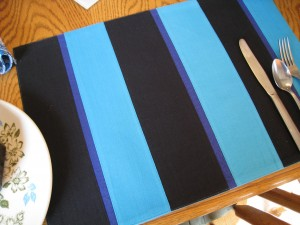 Graphic place mats set the scence