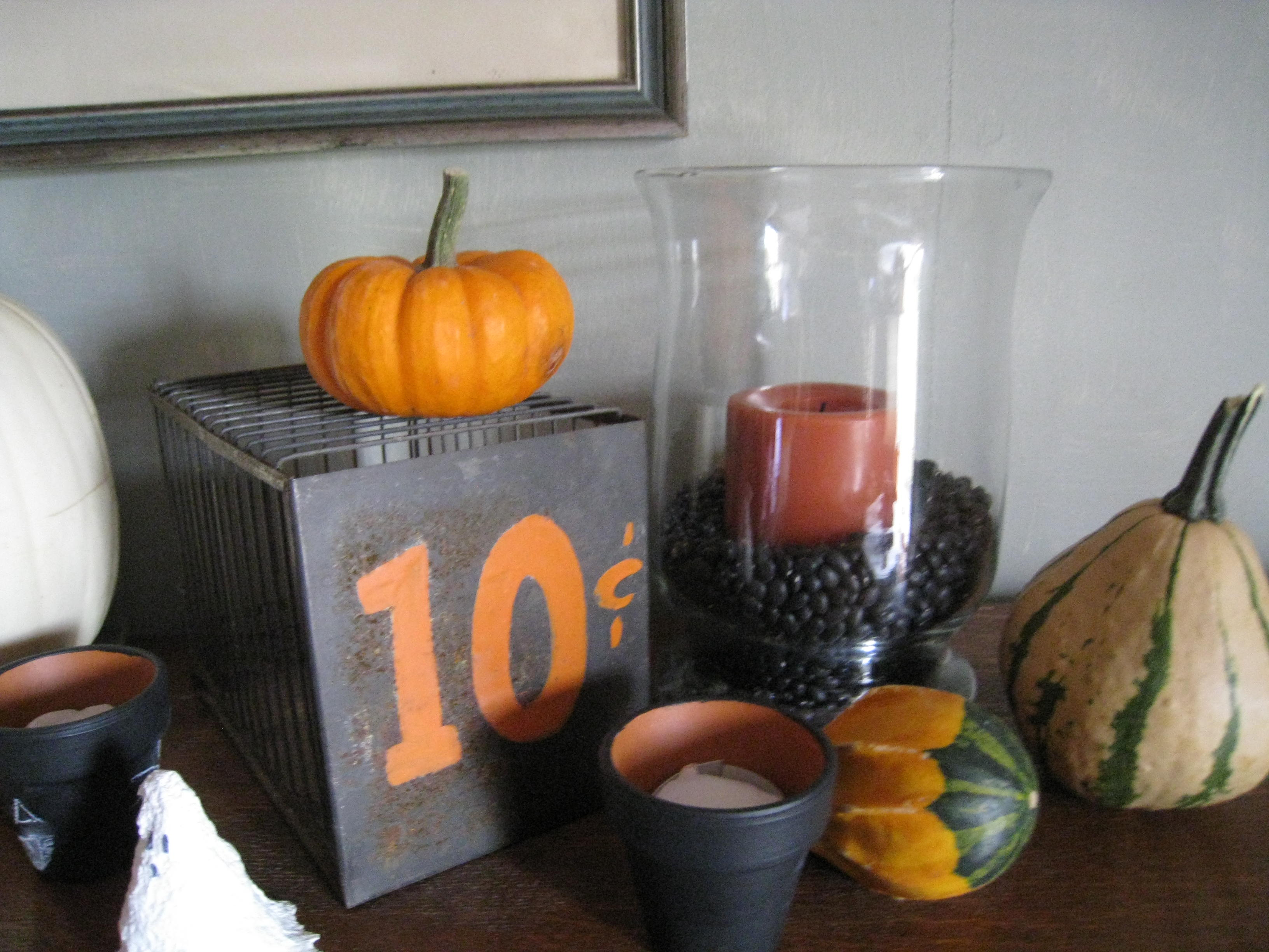 Fright This Way~Decorate a Halloween Mantle