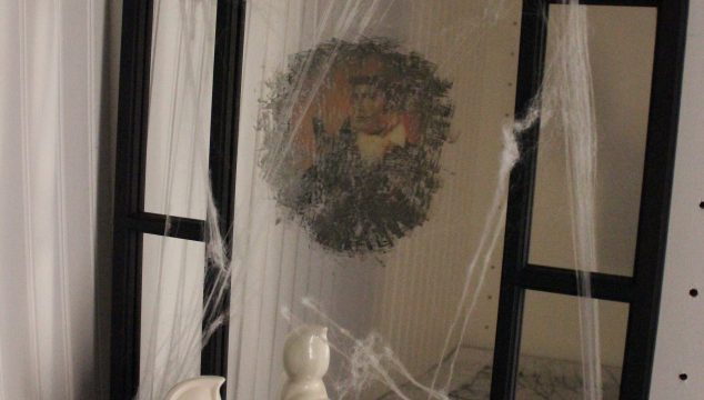 DIY Creepy Halloween Hologram Mirror
